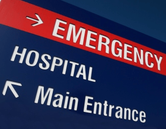 A sign showing where the entrance of the emergency room is.